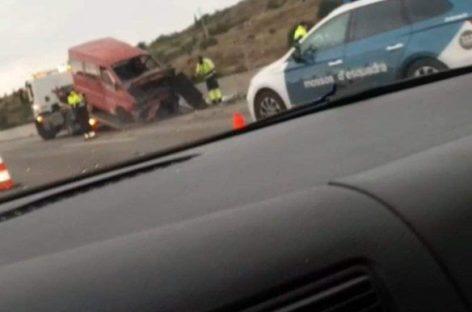 Un choque entre un camión y una furgoneta en la C-32, en Mataró, deja nueve heridos