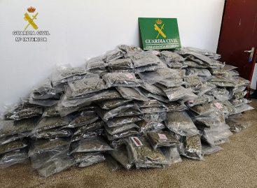 La Guardia Civil desmantela en Cabrera de Mar una plantación y un laboratorio de transformación de la marihuana
