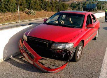 Accidente de tráfico en la B-20 en Montgat a causa de un jabalí