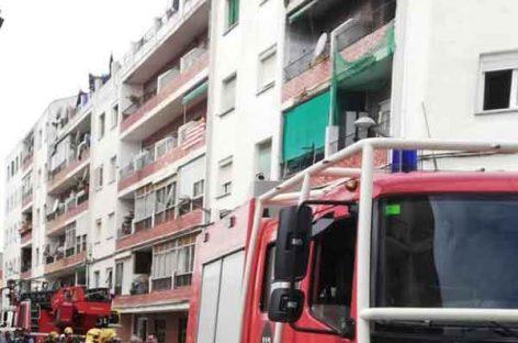 Tres heridos de poca gravedad en el incendio de una vivienda en Pineda de Mar